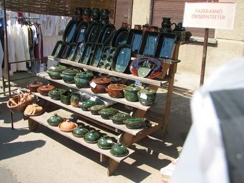 Őrségi vásár cserépedényekkel