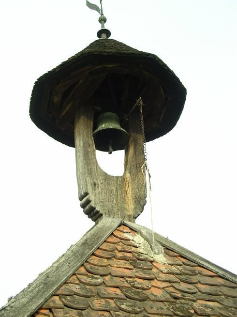 A régi bajánsenyei harangláb teteje