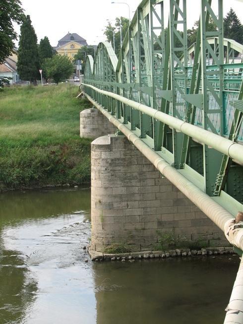 Körmend, a Rába híd és a kastély látképe