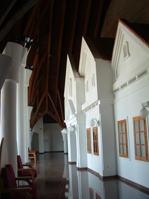 Részlet a Makovecz Imre által tervezett alsólendvai színház belső tereiből