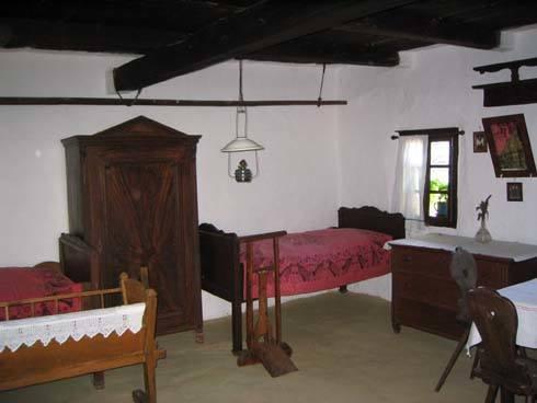 Egy szoba a szalafő-pityerszeri skanzenben